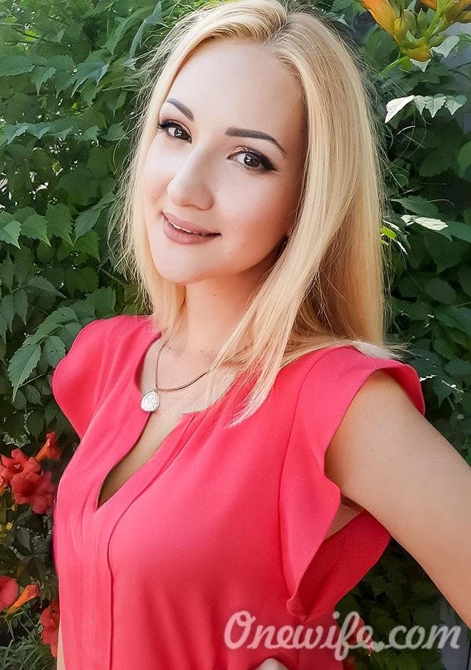 Russian bride Oksana from Nikolaev