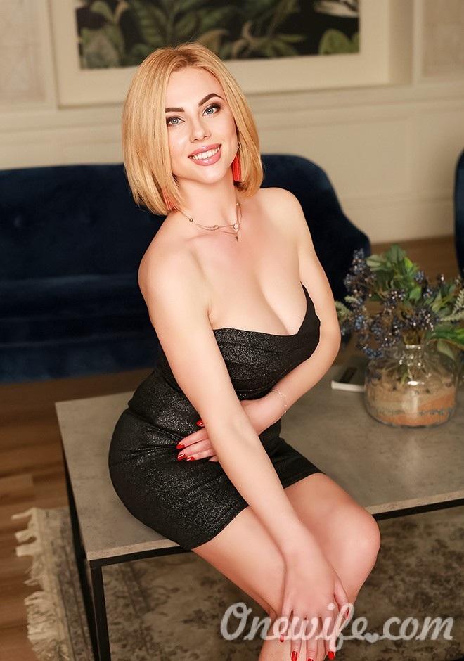 Single girl Ilona-Ella 37 years old